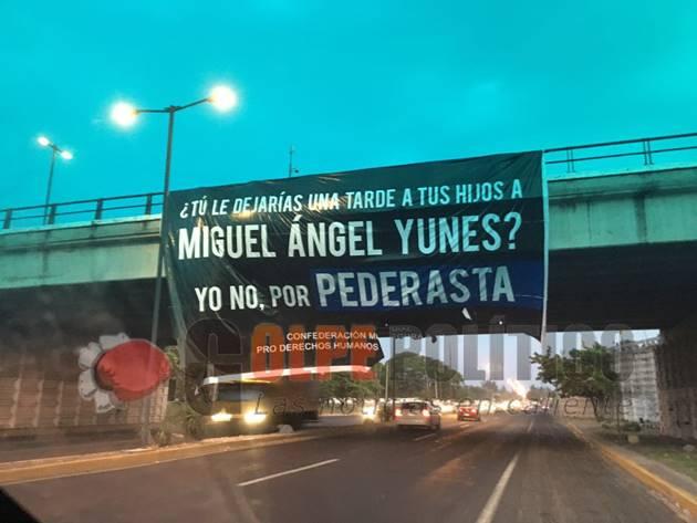 Bombas molotov  en sede del PRI Veracruz y mantas contra Yunes Linares