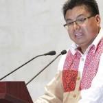 Adelfo Regino condena represión y renuncia al Gobierno de Gabino Cué
