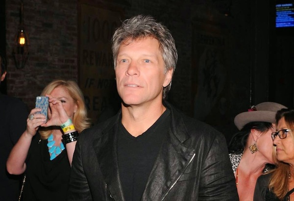 Bon Jovi abre restaurante donde podrías pagar lavando platos