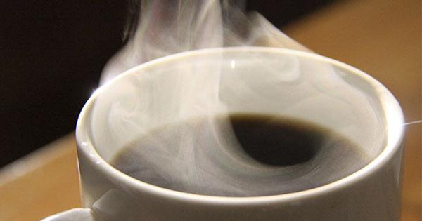 Bebidas muy calientes como el café pueden provocar cáncer: OMS