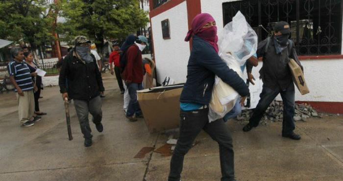 En Juxtlahuaca, Oaxaca grupo armado roba casillas
