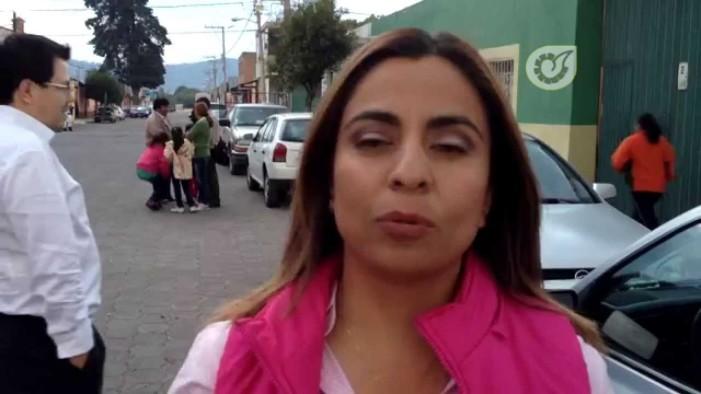 Diputada del PRI con pistola en mano impide votación en Tlaxcala