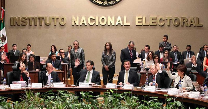 Consejeros del INE se aumentan 15% el aguinaldo de 2017