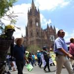Maestros son recibidos a pedradas en el SNTE de Guadalajara