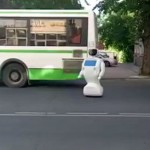 Robot escapa de sus creadores (video)