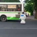Robot escapa de sus creadores (video)