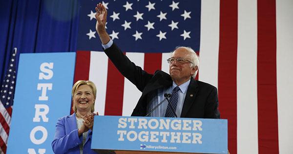 Bernie Sanders se retira de carrera presidencial y apoya a Clinton
