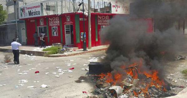 Maestros cierran sedes del PRI, PAN, PVEM y Panal en Chiapas