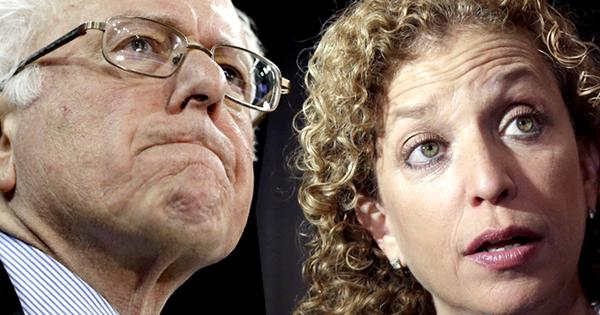 bernie sanders Debbie Wasserman Schultz Comité Nacional Demócrata