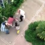 Automovilista golpea a ciudadanos por reclamo