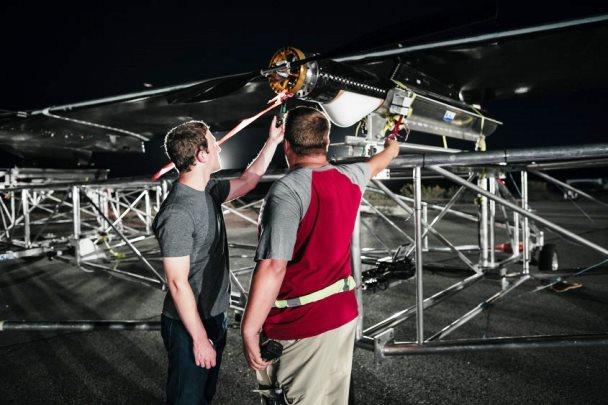 Dron de Facebook realiza primer vuelo en tamaño real
