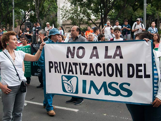 Advierten proceso de privatización de IMSS e ISSSTE