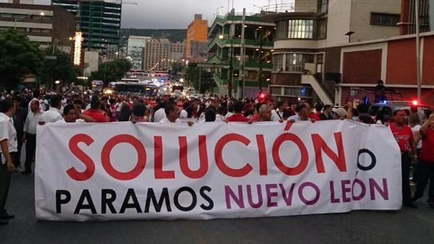 Continúan protestas maestros de Nuevo León contra la reforma educativa