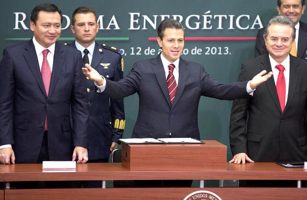 Mexicanos deben acostumbrarse a alzas en precios de gasolina y luz: gobierno de Peña