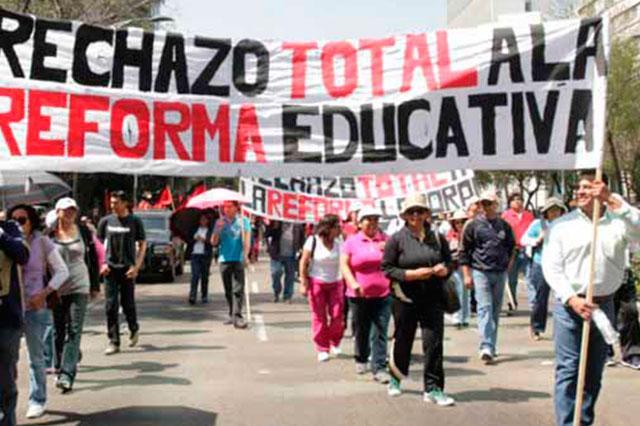 Maestros no reinician clases, intensifican protesta contra el gobierno
