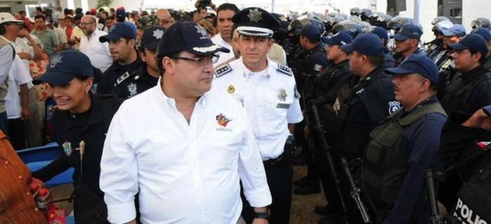 Sacan documentos de la SSP de Veracruz tras renuncia de Bermúdez Zurita