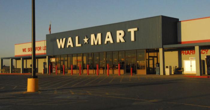 Walmart 'orienta' a sus provedores para que violen la ley