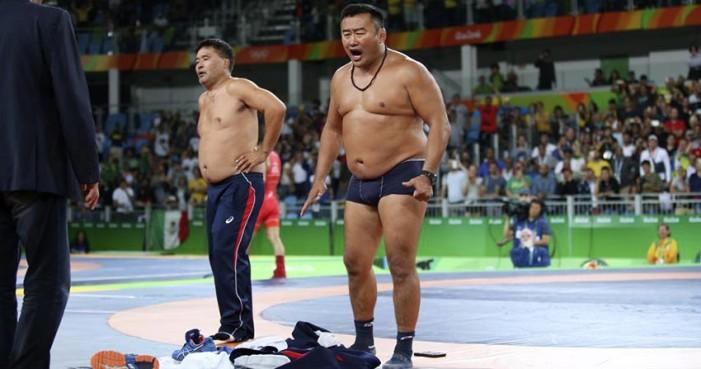 Luchador mongol pierde medalla por celebrar antes de tiempo