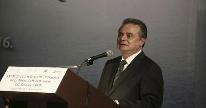 Pemex negocia abrir refinerías con tres empresas privadas