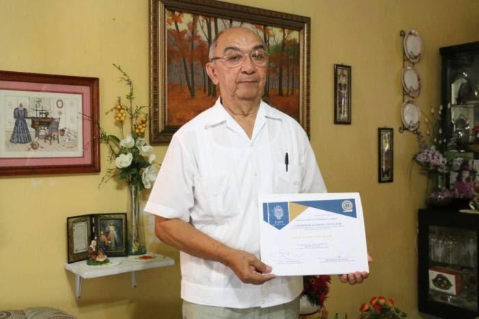 A sus 70 años de edad yucateco concluye su bachillerato