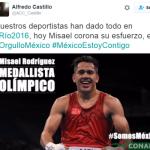 Tras no apoyar a boxeador, Castillo lo felicita; redes le recriminan
