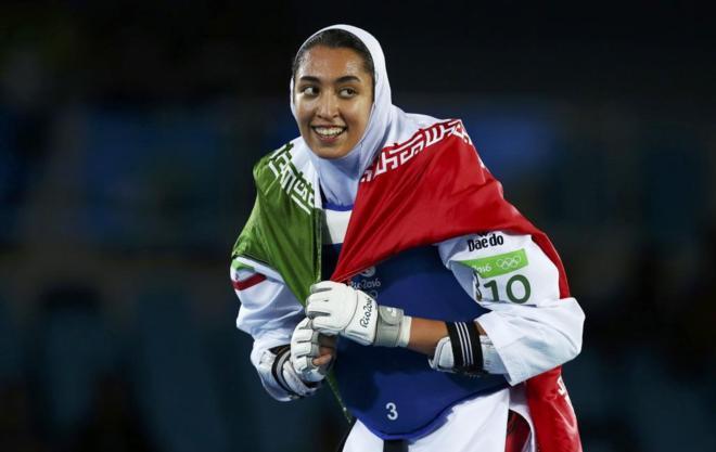 Mujer iraní gana medalla por primera vez en la historia de su país
