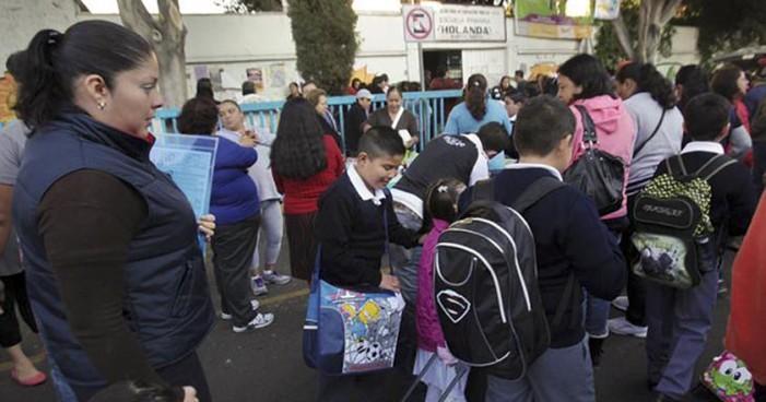 Helicópteros y 17 mil policías capitalinos resguardan regreso a clases
