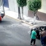 Mujer logra rescatar a sus bebés cuando le roban su camioneta en Ecatepec