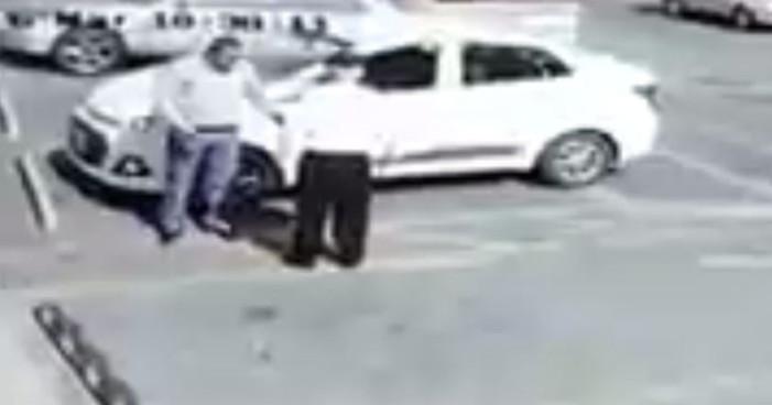#LordHyundai golpea a anciano y huye en su auto (Video)