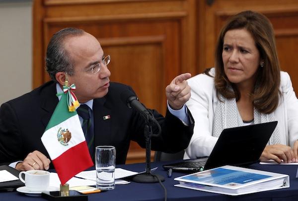 Felipe Calderón amenaza renunciar al PAN 'si no candidatean a su esposa'