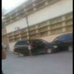 Nace Lady Celos; mujer choca  camioneta contra carro de su ex esposo