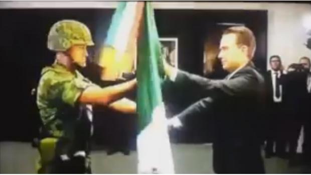 Manuel Velasco 'con brazos débiles' es sacudido por militar