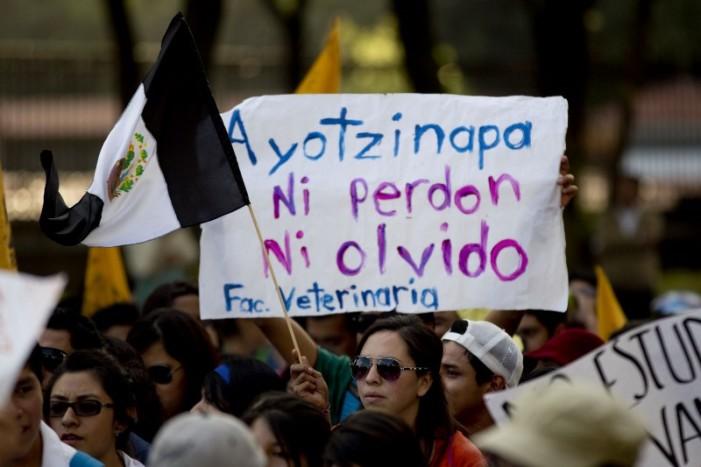 "Osorio Chong se fusila frase de protesta; ""ni perdón, ni olvido en caso Ayotzinapa"", dice"