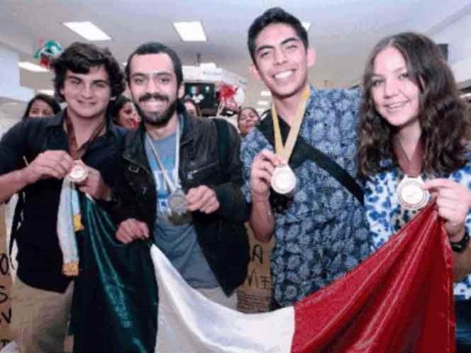 Mexicanos logran oro, plata y bronce en Olimpiada de Biología