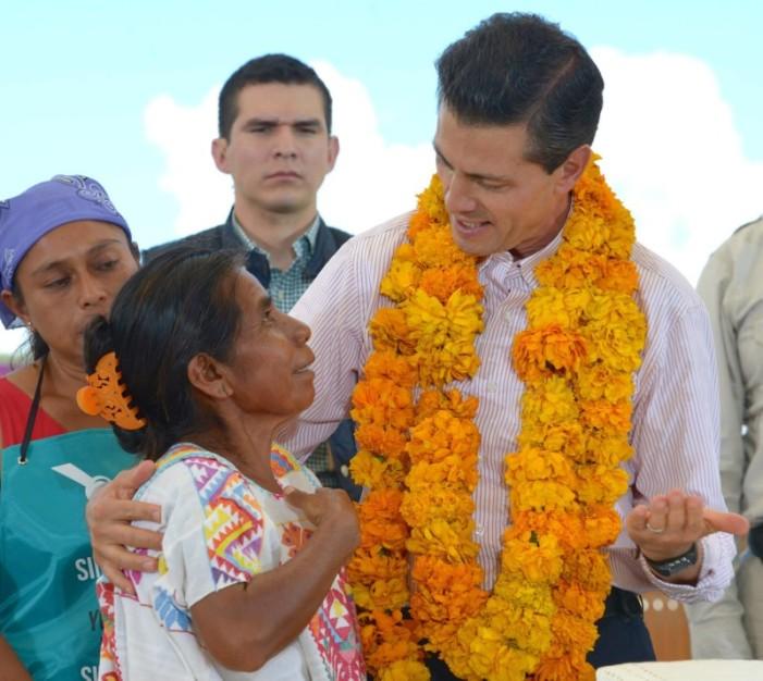Mexicanos sin prestaciones, Peña y funcionarios tienen hasta apoyo para vehículo