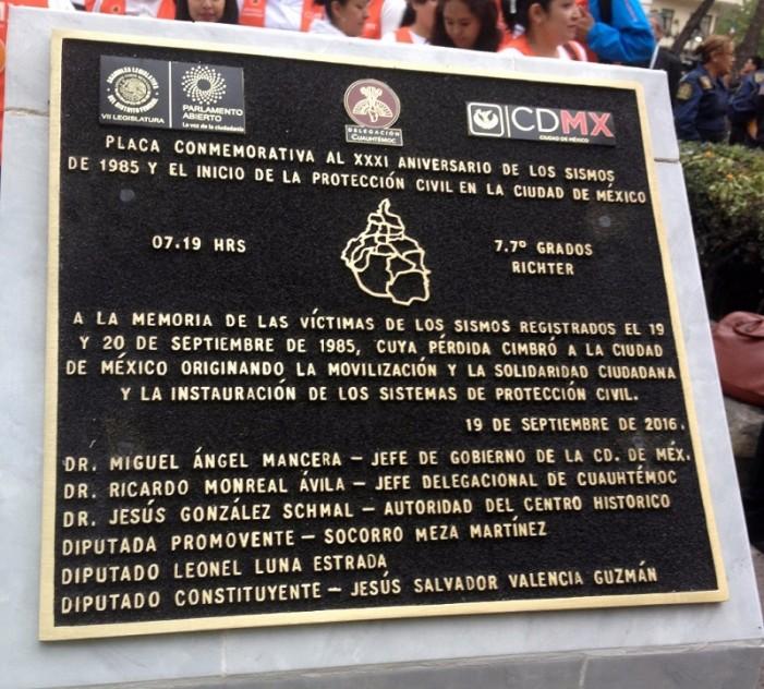 Colocan (y retiran) placa conmemorativa de los temblores de 1985… con error