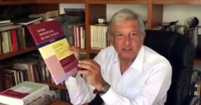 AMLO presenta libro con alternativa a nuevo aeropuerto de Texcoco (Video)