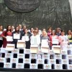 Diputados del PAN reciben firmas contra matrimonios gay