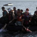 Mil migrantes libios son rescatados; 4 niños murieron