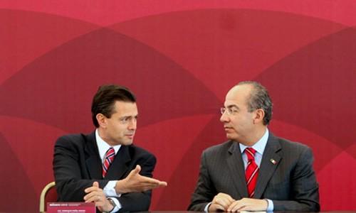 Peña Nieto entregó reconocimiento a Felipe Calderón en el ITAM