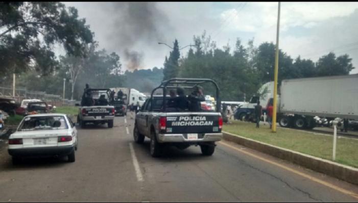 Caos en Uruapan por detención de autodefensas