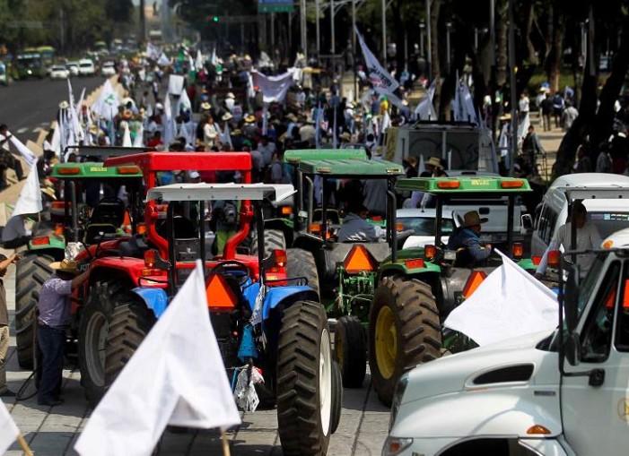 Campesinos se movilizan en distintos puntos de la Ciudad de México contra recortes