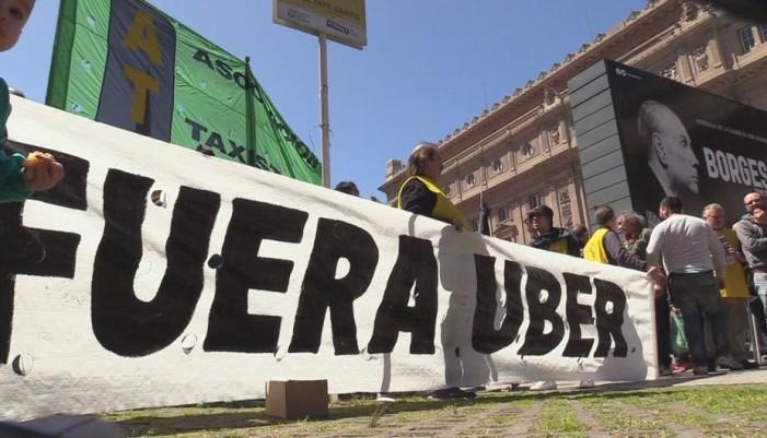 """""""¡Fuera Uber!"""": Taxistas argentinos"""