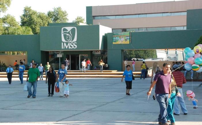 IMSS discrimina a 8 hombres y les niega pensión por viudez