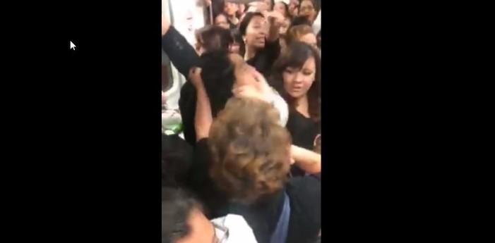 Mujeres se pelean en el Metro (VIDEO)