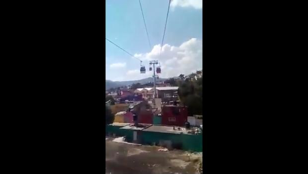 """""""No la hubieran subido"""", mujer se asusta en Mexicable (video)"""