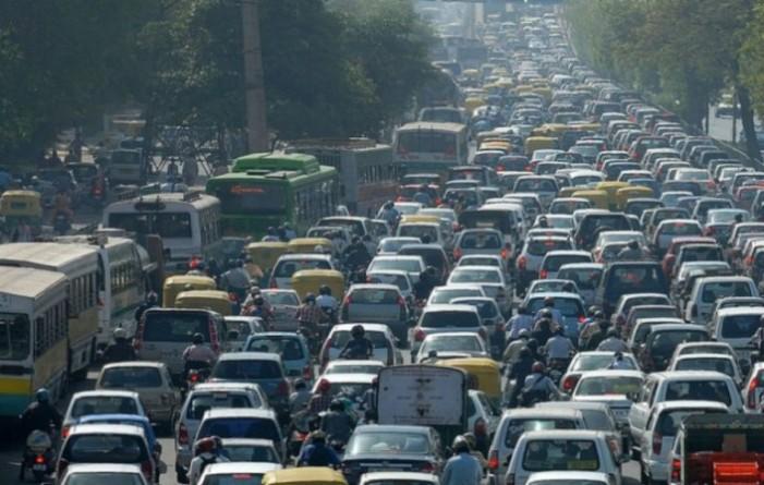 En México habrá 70 millones de carros particulares en 2030, alerta la ONU