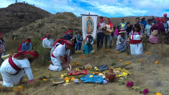 En Ixtacamaxtitlán ceremonias y acciones jurídicas contra minera canadiense