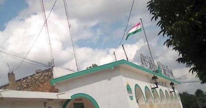 Izan bandera de Hungría en Palacio Municipal en Yucatán