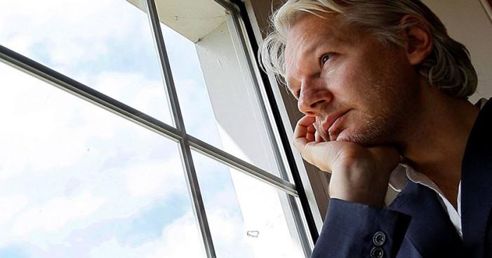 Assange da pruebas de su inocencia en caso de agresión sexual